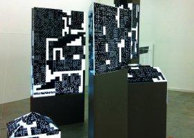 dominIoN, Lichtinstallatie-object, plexiglas, MDF, led en sticker