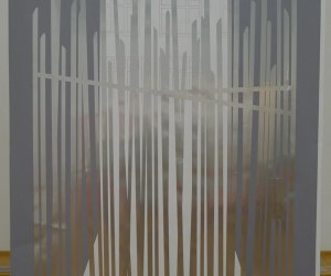 Iron fence, potloot en sticker op papier